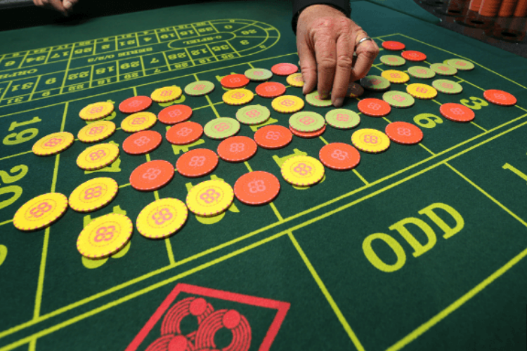 How to Deal Poker Chips For Both the Short-Term and Long-Term